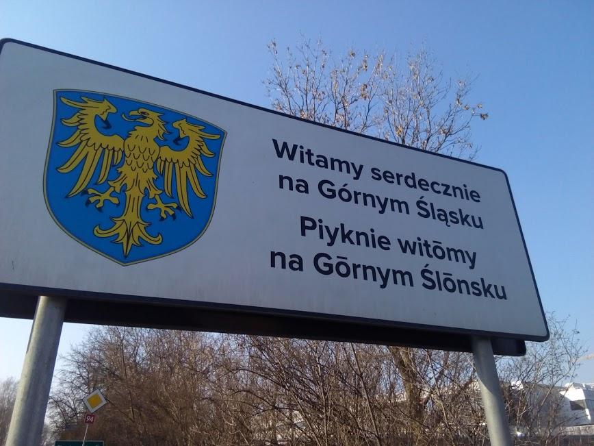 Tablica na Bańgowie, wjazd od Czeladzi, obok firmy Adient.