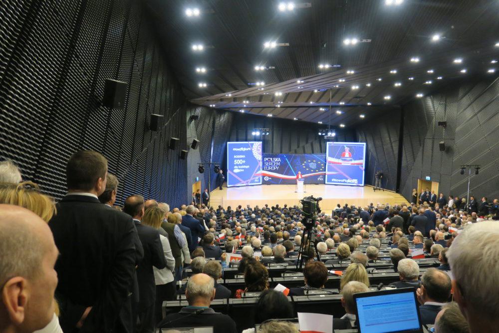 Sala Międzynarodowego Centrum Kongresowego była pełna.