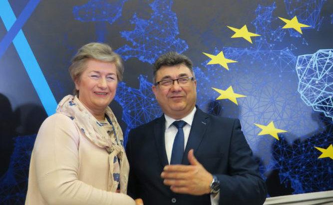 Danuta Sobczyk z ministrem Tobiszowskim.
