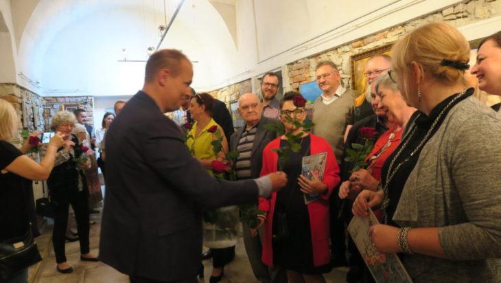 Dyrektor Wojciech Grzyb nie szczędził róż i miłych słów.