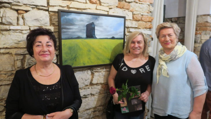 Pośrodku malarka Basia Sitek ze swoimi fankami.