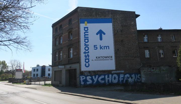 Budynek przy Mysłowickiej nie prezentuje się zbyt okazale.