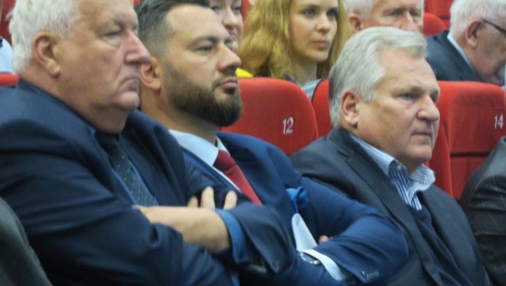 Od lewej Andrzej Szarawarski, Marek Balt i Aleksander Kwaśniewski.