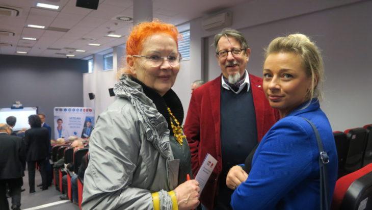 Od lewej szefowa SLD w Siemianowicach Śląskich Małgorzata Groniewska, redaktor Grzegorz Grzegorek, przewodnicząca SLD w Katowicach Ewa Klekot.