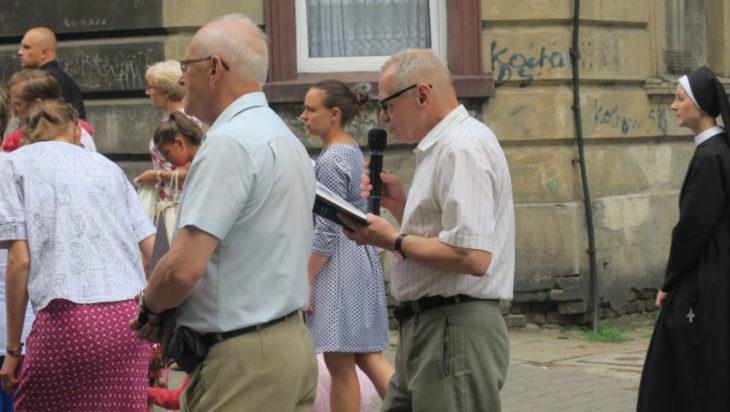 Pieśni religijne śpiewał organista, a jednocześnie radny siemianowicki i naukowiec Akademii Muzycznej Marek Urbańczyk.
