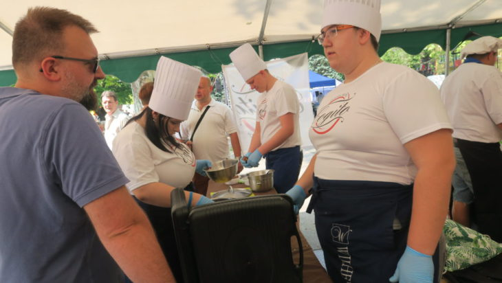 Najlepsi w konkursie gotowania żuru - zawodowcy ze szkoły Cogito.