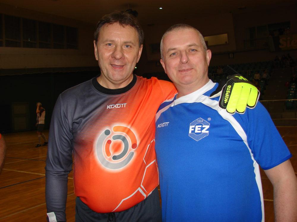 Prezesi, których już nie ma - Jacek Guzy WR Silesia i Maciej Gosiewski FEZ. Podczas braterskiego meczu w futsalu.