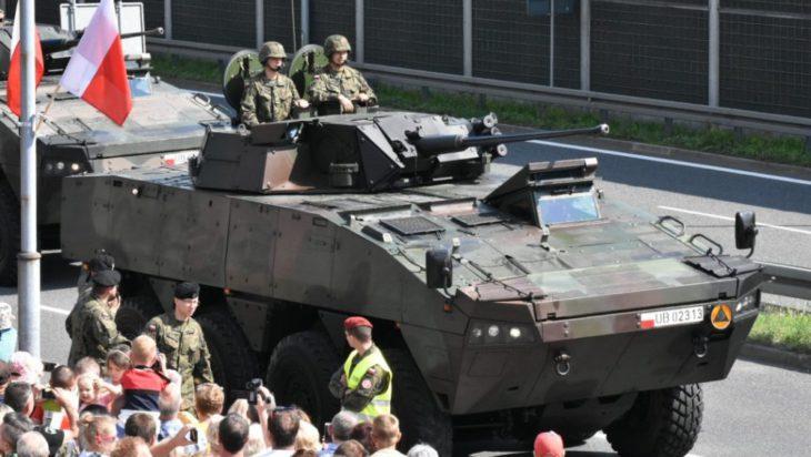 Nie mogło zabraknąć i transporterów rodem z Siemianowic, czyli KTO Rosomak.