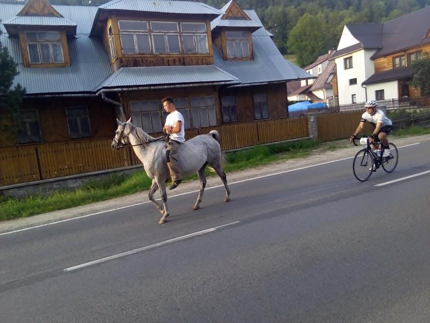 Ostra walka na trasie Tour de Pologne.