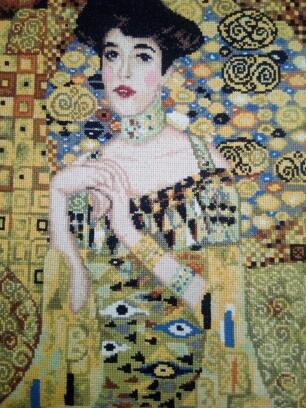 """Najdroższy obraz świata """"Portret Adeli Blochbauer"""" Klimta w wydaniu haftowanym."""