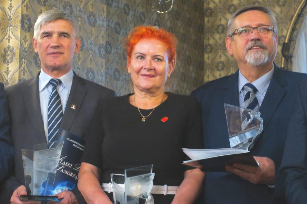 Od lewej: Zbigniew Szaleniec, burmistrz Czeladzi, Małgorzata Groniewska, przewodnicząca siemianowickiego SLD, Marian Odczyk, wiceprezes SSM.