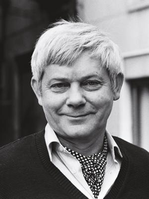 Patron szkoły Zbigniew Herbert żył w latach 1924-1998.