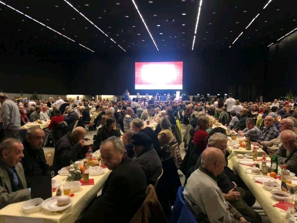 Wigilia dla samotnych w Katowicach zgromadziła ponad 3 tysiące uczestników. Jednym z organizatorów było Miasto Siemianowice Śląskie.