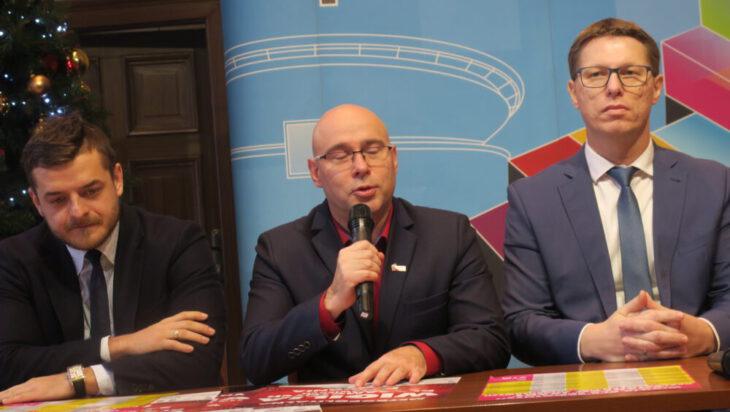Od lewej burmistrz Wójkowic Tomasz Szczerba, prezydent Mysłowic Dariusz Wójtowicz, prezydent Świętochłowic Daniel Beger.