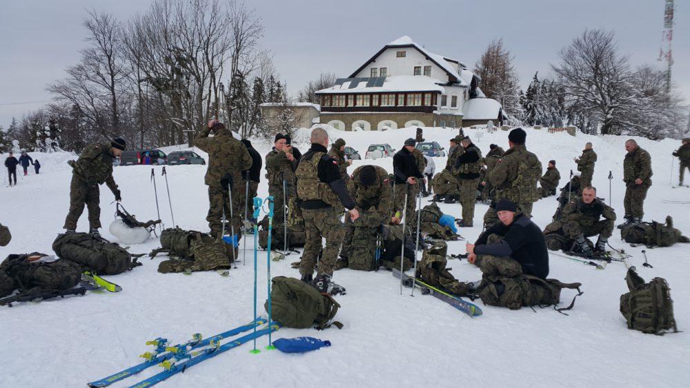 """Śląscy """"terytorialsi"""" pojawili się na beskidzkich szlakach. Żołnierze 13 Śląskiej Brygady Obrony Terytorialnej"""