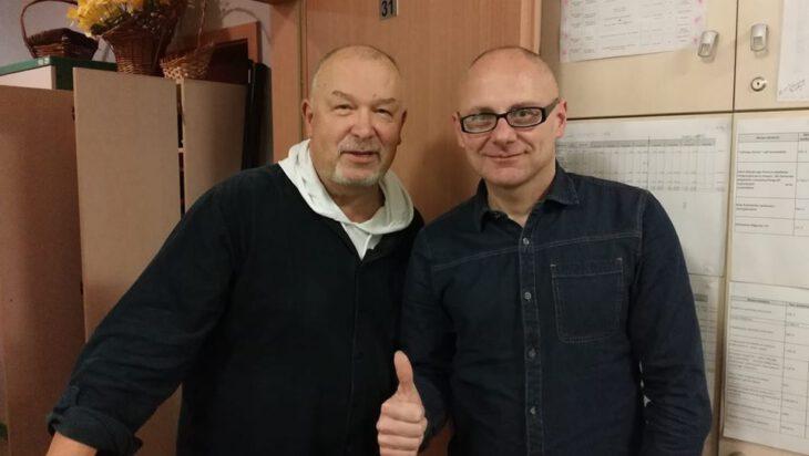 Adam Bul podczas spotkania z reżyserem Lechem Majewskim.