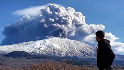 Adam Bul wspina się na Etnę
