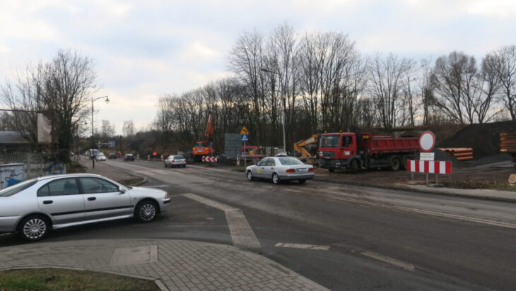Prace trwają u wylotu ul. Przedsiębiorców na Michałkowicką.