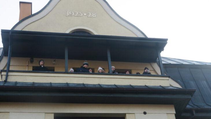 Najlepszy widok był z balkonu sąsiedniego probostwa.