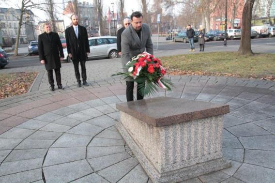 Kwiaty na Grobie Nieznanego Żołnierza