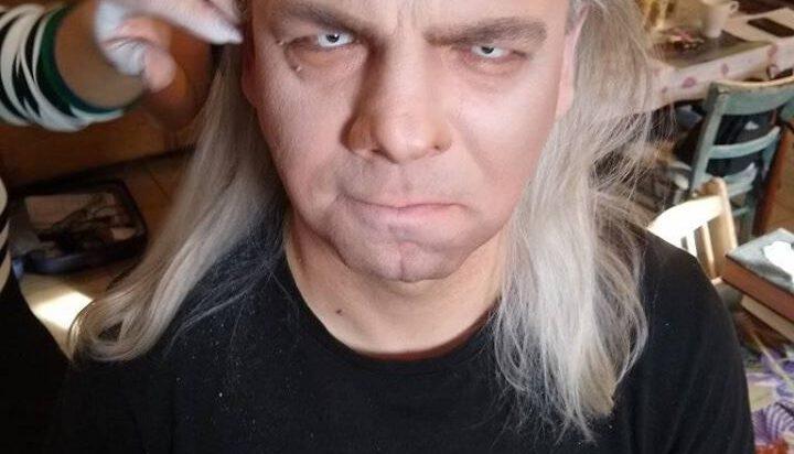 W klipie wystąpi Martinez Surlej. Na zdjęciu podczas charkteryzacji.