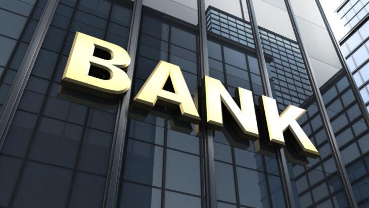 Pracownicy banku ratują oszczędności seniorów