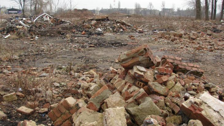 Obecnie teren po hucie jest raną w miejskiej tkance