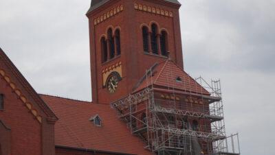 Nowe cyferblaty w michałkowickim kościele
