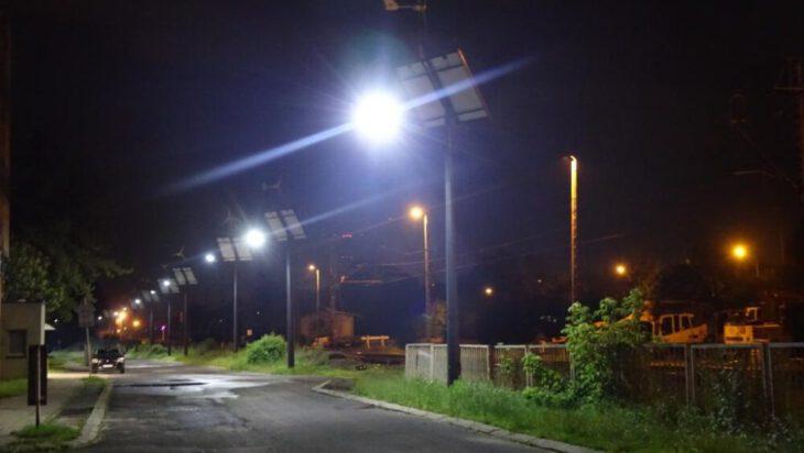 Lampy świecą nocą…