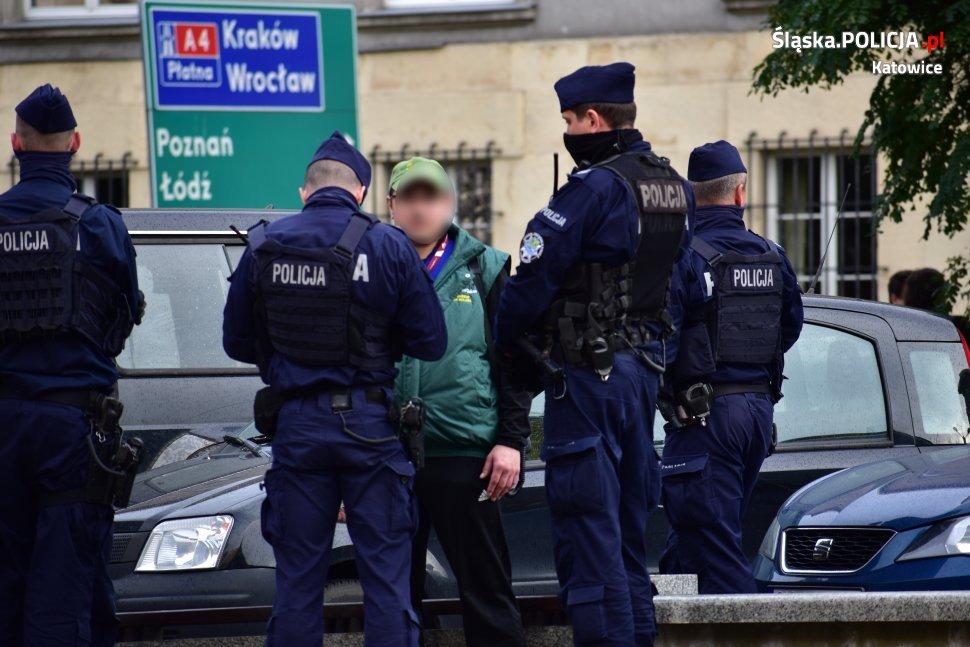 Koronawirus siemianowice policja kontroluje przechodniapaździernik 2020 raport 42