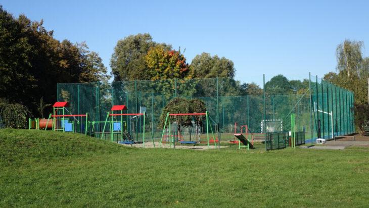 W piątek (2 października) otwarto z pompą ale i zabawą boisko na osiedlu Nowy Świat.