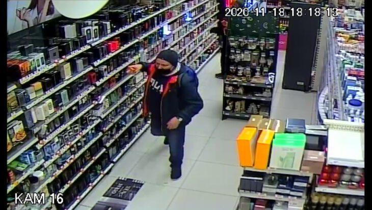 Policja poszukije złodzieja perfumerii