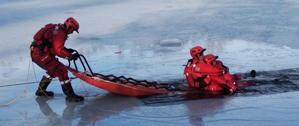 straż pożarna siemianowice ćwiczy na lodzie staw rzęsa