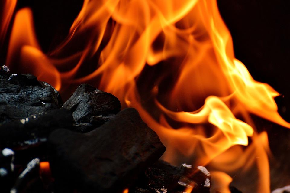 ogień z węgla