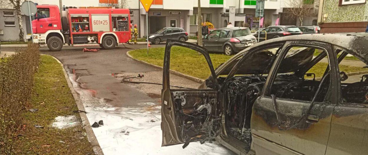 pożar samochodu w siemianowicach wrak i straż pożarna