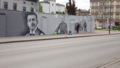 Coraz więcej bohaterów [mural na ul. Powstańców, Siemianowice]