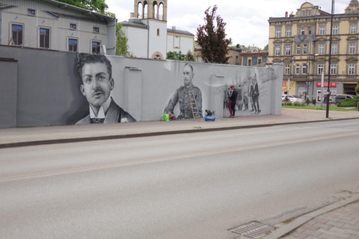 coraz więcej bohaterów na muralu w siemianowicach