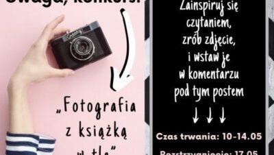 Fotografia z książką w tle