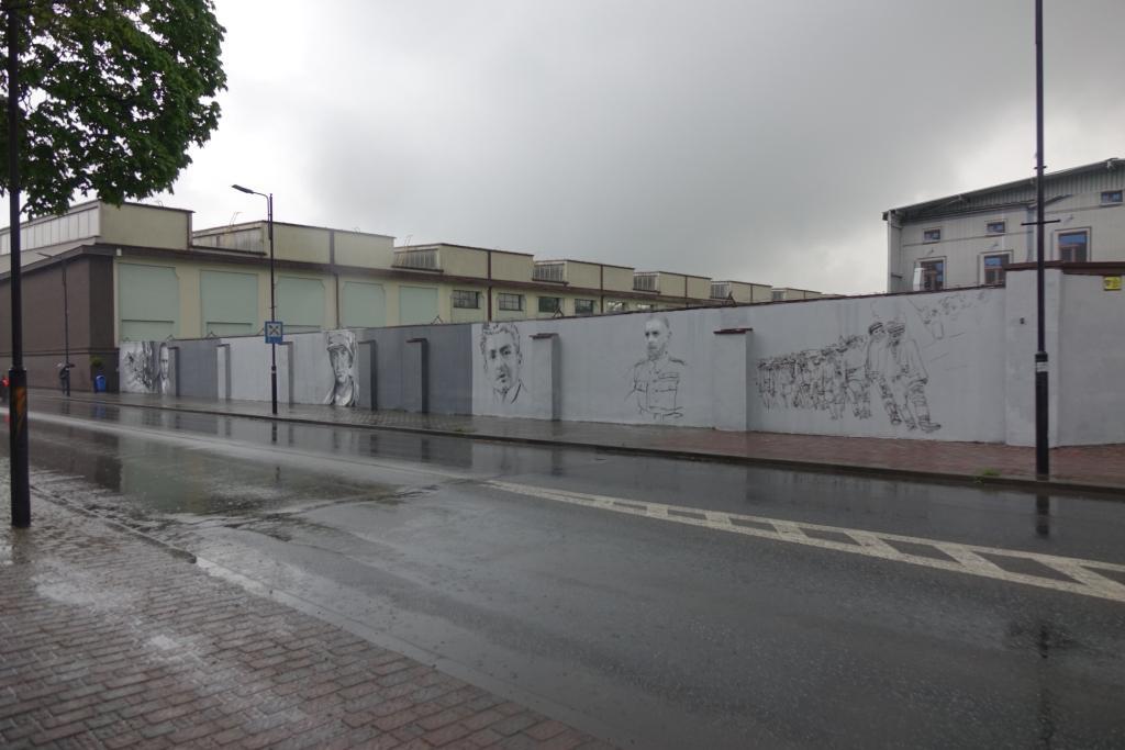 mural powstańczy w siemianowicach ul. powstańców obok rosomak