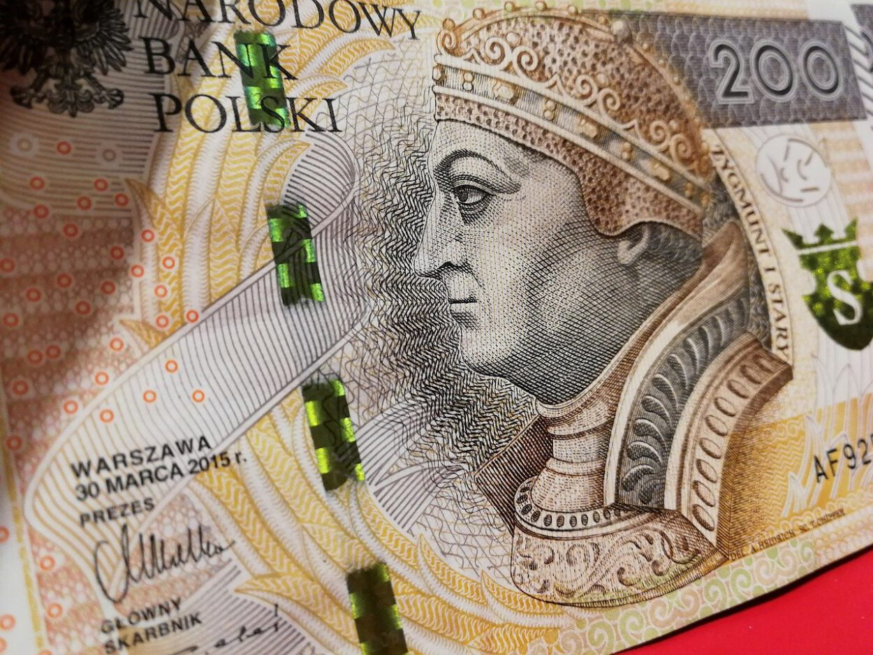 200 złotych oszuści bankowi w siemianowice okradli 27 letnią kobietę