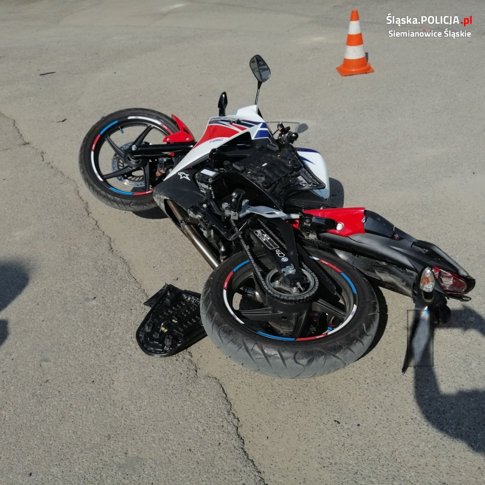 uszkodzony motocykl - wypadek na przełajce
