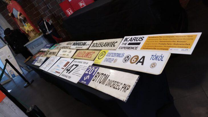 tablice rejestracyjne z autobusów