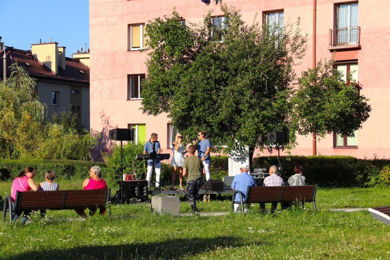 Plenerowe koncerty w SCK Jarzębina mają niepowtarzalny urok.