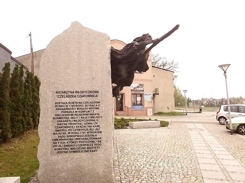 pomnik czarownicy na rynku w czeladzi