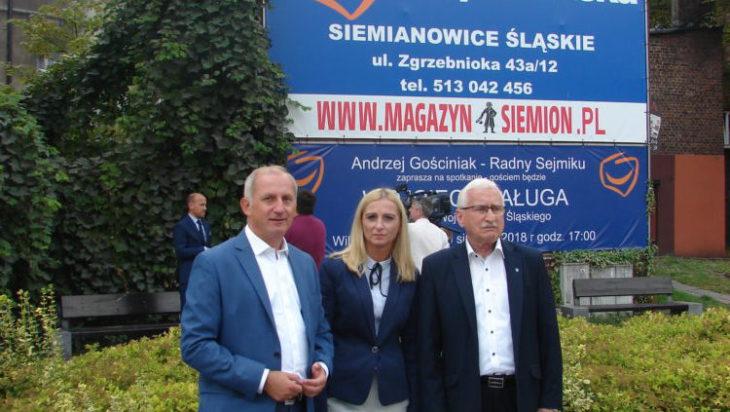 Karina Siwiec – Mogielnicka, kandydatkę PO na prezydenta miasta, w towarzystwie posła Sławomira Neumanna i radnego wojewódzkiego lidera PO w grodzie Siemiona Andrzeja Gościniaka.