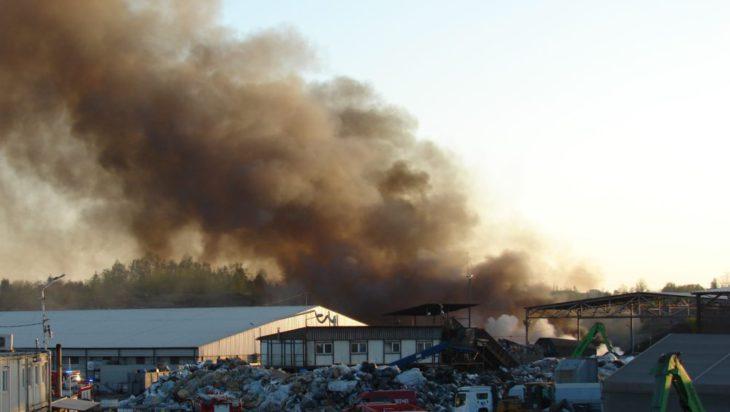 Pożar składowiska odpadów przy ul. konopnickiej