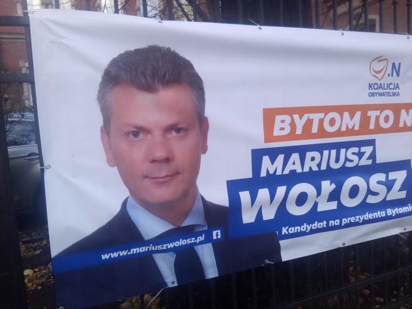 zdj.Mariusz Wołosz, nowy prezydent Bytomia. Ten baner w centrum miasta niszczono mu dwukrotnie.