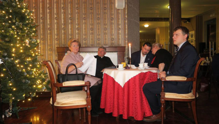 Od lewej radna Danuta Sobczyk, ksiądz Krystian Bujak, prezydent Rafał Piech, radni Barbara Patyk – Płuciennik i Łukasz Rosicki.