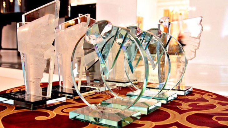 Nagrody SSP są wykonywane we wrocławskiej pracowni szkła artystycznego.