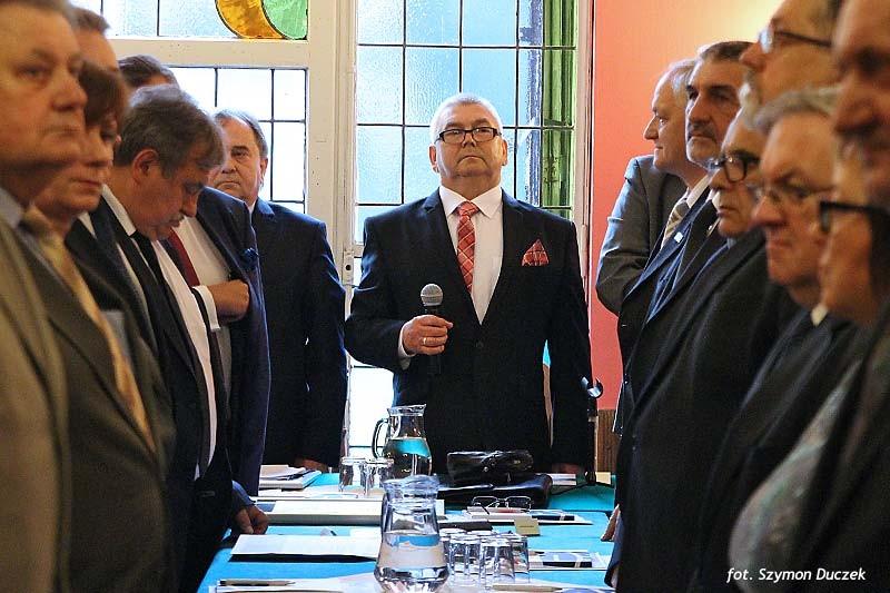 Prezes Zenon Kaczmarzyk podczas debaty w Zameczku.
